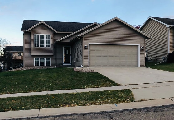 2802 Tomah Pl NW, Rochester, MN