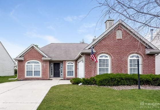 2238 Leaf Dr, Indianapolis, IN