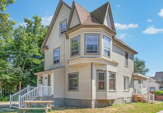 221 S Pine St, Mount Pleasant, MI