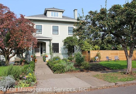 2727 NE Skidmore St, Portland, OR