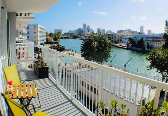 130 S Shore Dr, Miami Beach, FL