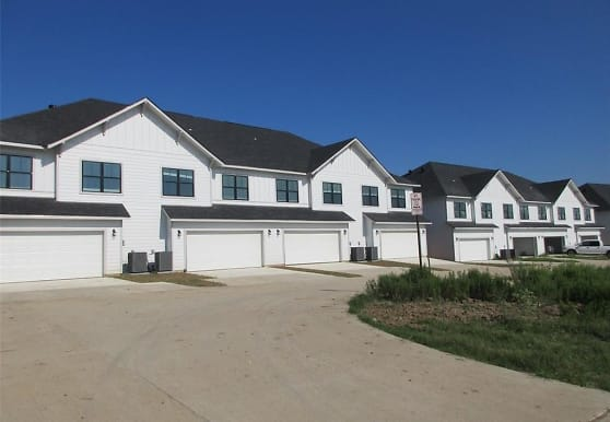 2116 Crescent Pointe Pkwy, College Station, TX