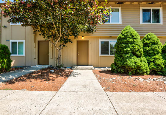 Brookshire Townhome Apartments, Scappoose, OR