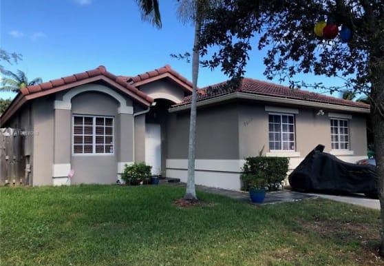 9028 SW 226th St, Miami, FL