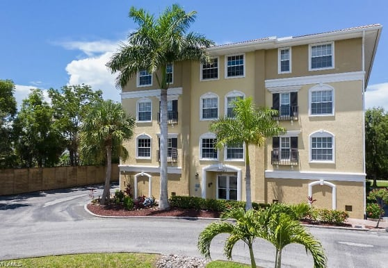 10090 Lake Cove Dr 302, Fort Myers, FL