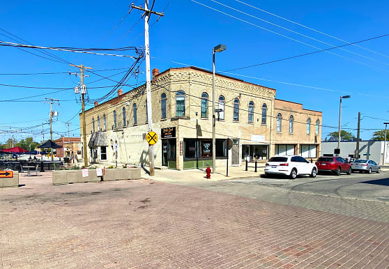 226 N Benton St 1, Woodstock, IL