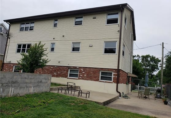 12 Hilltop Ave, Waterbury, CT