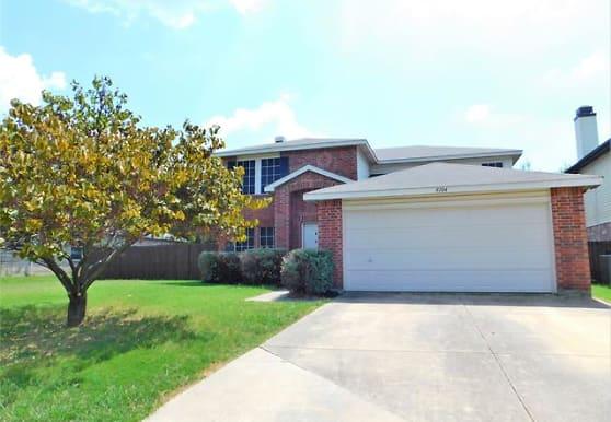 8104 Montecito Dr, Denton, TX