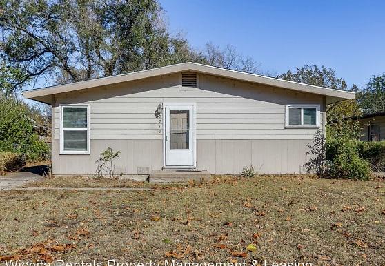 2730 S Southeast Dr, Wichita, KS
