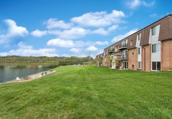 Greens Lake Apartments, Clarkston, MI