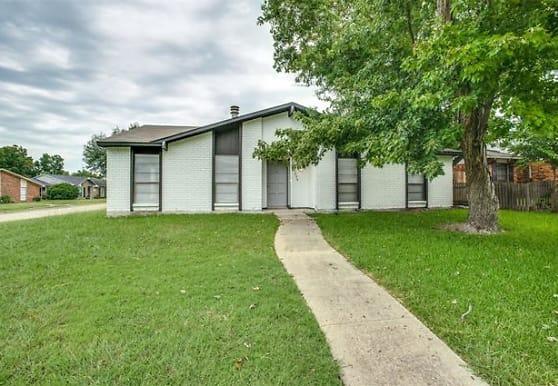 9234 Millwood Dr, Rowlett, TX