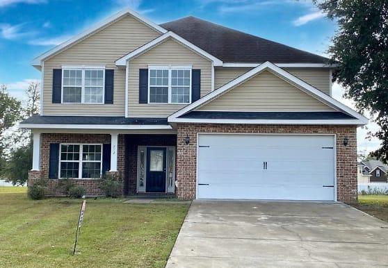712 English Oak Dr, Hinesville, GA