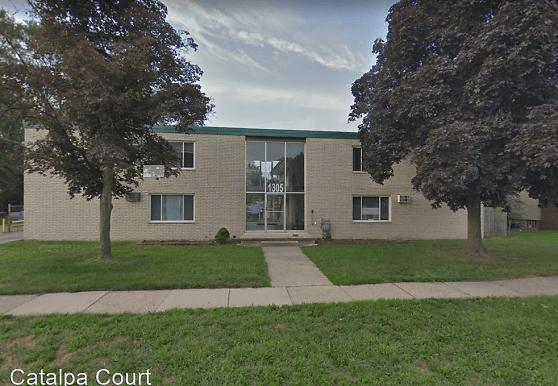 1305 W Nine Mile Rd, Ferndale, MI