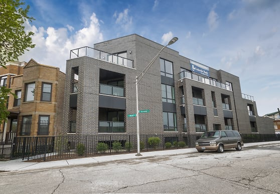 2034 N Avondale Ave 1S, Chicago, IL