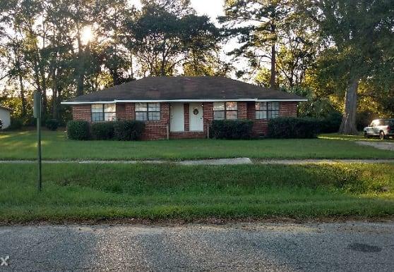321 N Lexington St, Lyons, GA