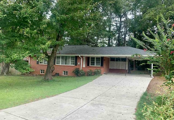 328 Robin Ln SE, Marietta, GA