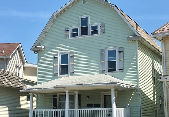 123 College Ave, Grove City, PA