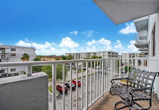 8251 NW 8th St 414, Miami, FL