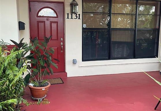 1131 NE 202nd St, Miami, FL