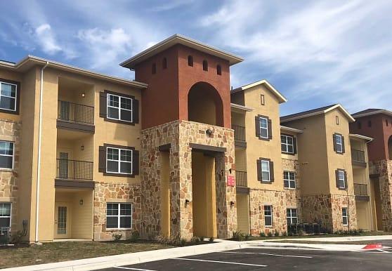 Fairway Landings at Plum Creek Apartment Homes, Kyle, TX