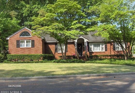 1607 Oaklawn Dr, Greenville, NC