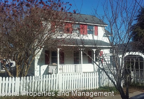 1002 Fisher St, Morehead City, NC