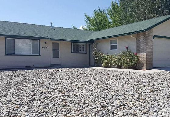 935 Kennedy Dr, Carson City, NV