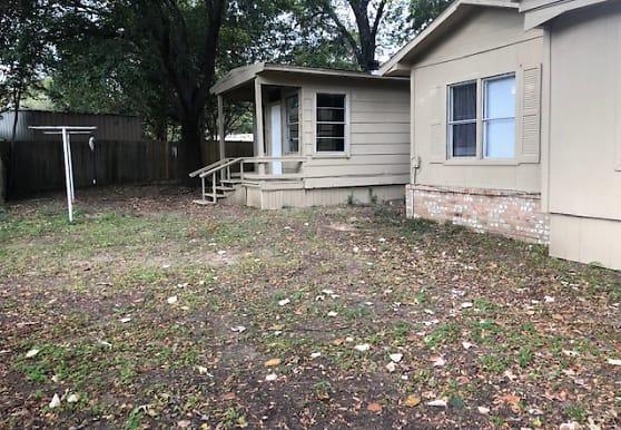 16584 Lakeway Circle, Flint, TX