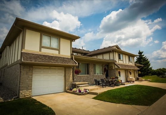 Plumbrook Green Townhouses, Sterling Heights, MI