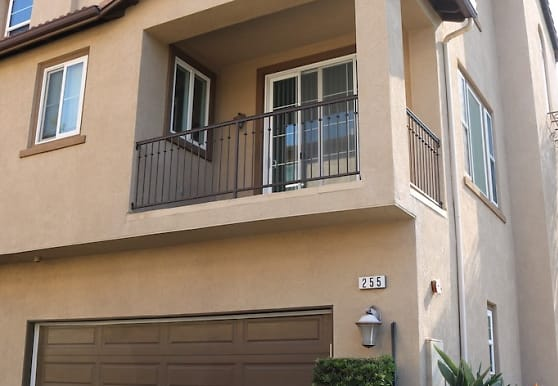 255 E Santa Fe Ct, Placentia, CA