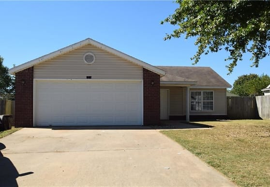 1204 Ryan St, Bentonville, AR