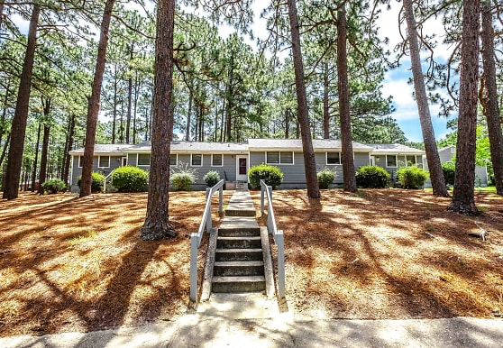 Knollwood Apartments, Southern Pines, NC