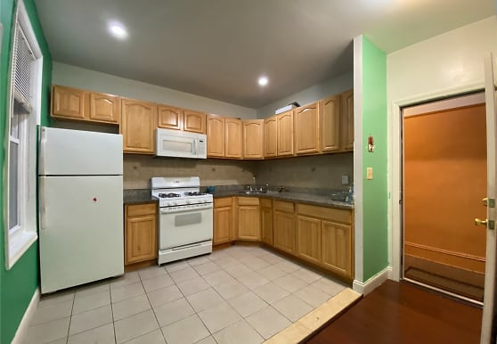 88-5 82nd Ave 2ND, Queens, NY
