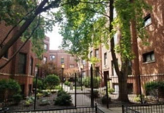 907 W Cornelia Ave Apt 2S, Chicago, IL
