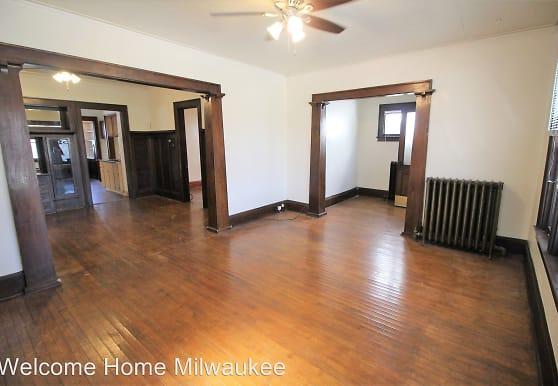 2223 N 47th St, Milwaukee, WI