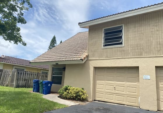 10525 NW 37th St, Coral Springs, FL