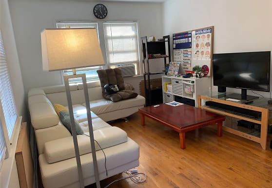 29-04 204th St, Queens, NY