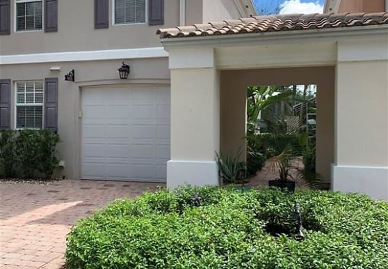 5633 Cove Cir 58, Naples, FL