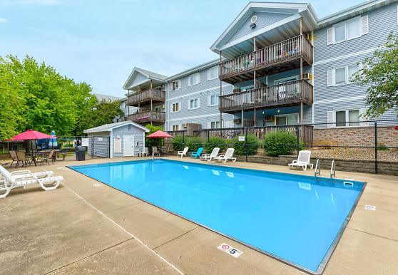 Cross Creek Apartments, Urbandale, IA