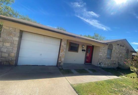 101 S Cherry Ln, Granbury, TX