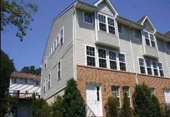 200 Hendrick Ave E, Glen Cove, NY
