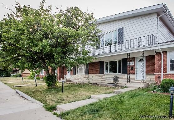 7026 W Greenleaf St, Niles, IL