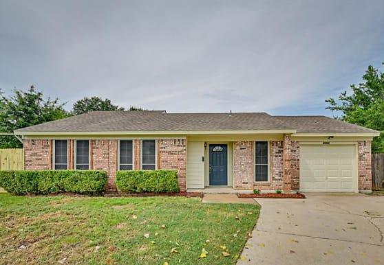 4206 Glen Pines Dr, Arlington, TX