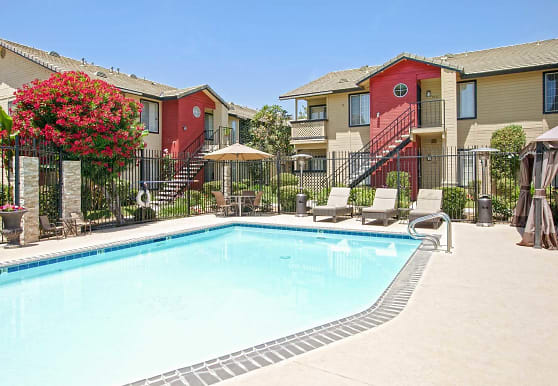 Whispering Meadows Apartments and Suites, Bakersfield, CA