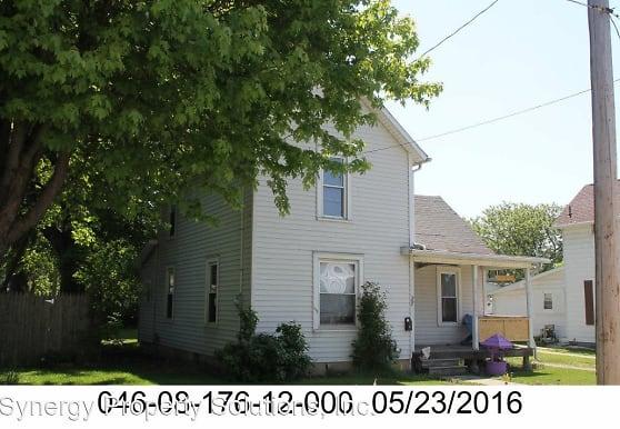 27 Oak St, Shelby, OH
