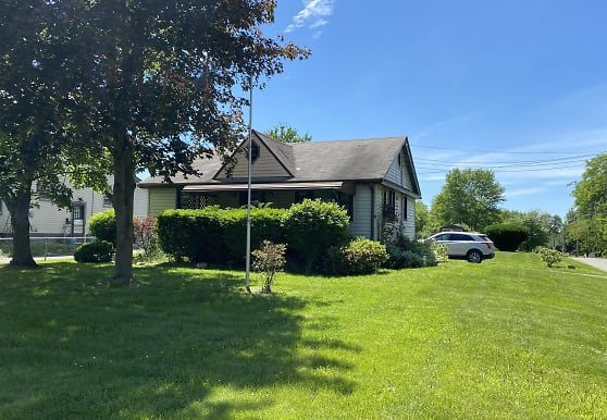 6104 Youngstown-Poland Rd, Poland, OH