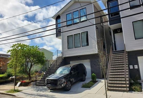183 Gates Ave, Jersey City, NJ