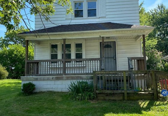 5239 Beech Ave, Maple Heights, OH