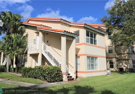 3400 Pinewalk Dr N 935, Margate, FL