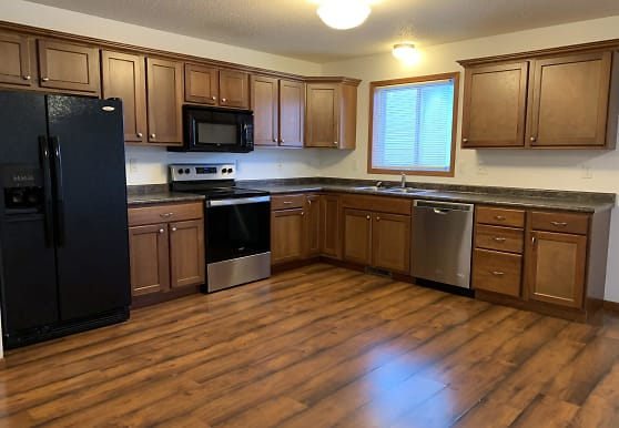 4257 Estate Dr S, Fargo, ND
